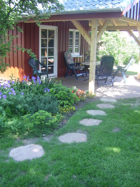 Schwedenhaus gartengestaltung  Frühstück, Grill und Gartenmöbel, großer Garten, Tischtennis ...